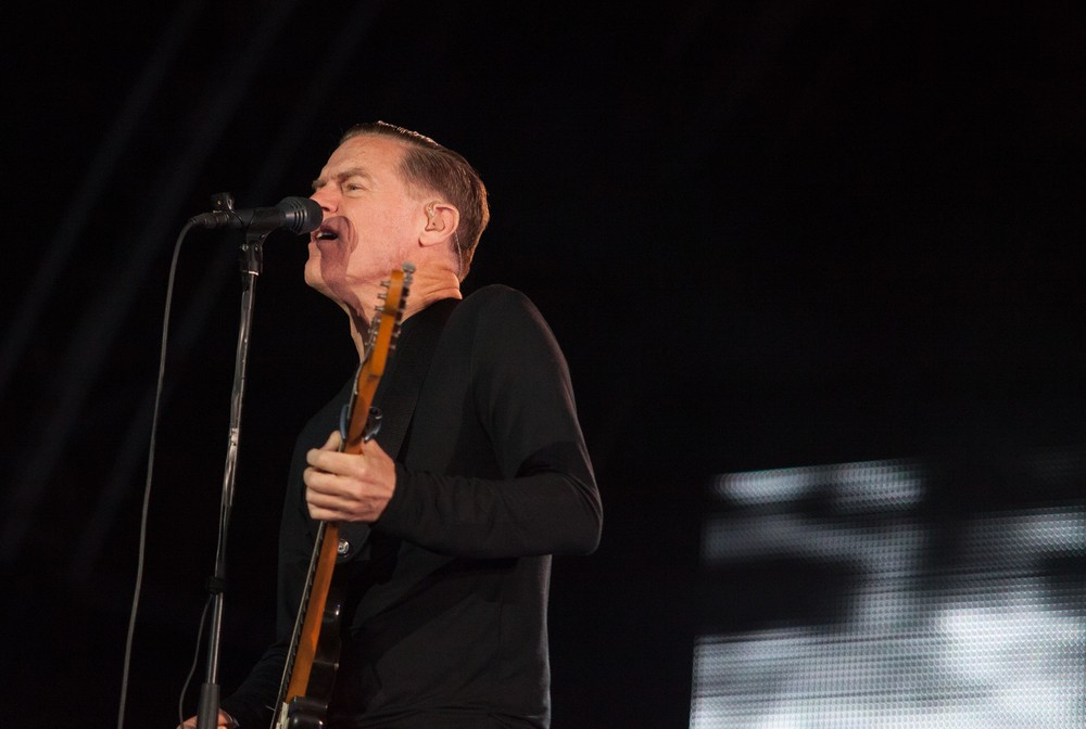 Photo of Rocker Bryan Adams Lights Twitter on Fire with COVID-19 Outburst