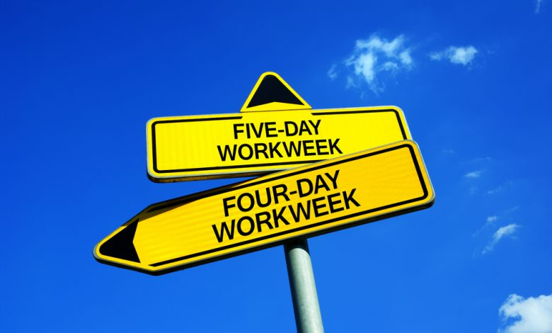 Traffic signs with two options - 4-day or 5-day work week.